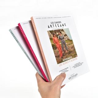 On commence la semaine avec une jolie nouvelle 👉 les cahiers Artesane sont arrivés au magasin et sur notre site internet ! 🥰  Couture, stylisme, modélisme, confection mode, des patrons imprimés du 34 au 52 à l'intérieur, une dizaine de variations et un cours vidéo de couture par cahier… notre petit doigt nous dit que vous allez A-DO-RER ces petites merveilles ! ✨  #cahierartesane #artesane #magazine #couture #modelisme #stylisme #jecoudsmagarderobe #jecoudspourmoi #passioncouture #coutureaddict #magazinecouture #instacouture #ideecadeaunoel