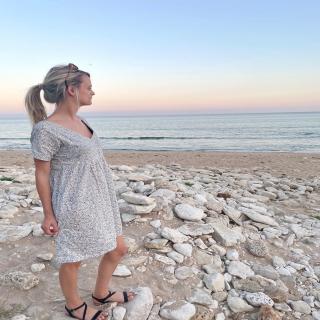 Petite couture du dimanche: une robe réalisée avec moins d'un mètre de tissu! 😍  Orlane a utilisé le patron gratuit de @lesjolisdetailsdemargaux et de la popeline fleurie!! 😉  Une cousette rapide à faire, simple et parfaite pour le retour du soleil! ☀😎🎉  #couture #passioncouture #coutureaddict #jecoudsmagarderobe #jeportecequejecouds #cousumain #instacouture #tissuaddict #sewing #isewmyownclothes #imademyclothes #sewingaddict #lesjolisdetailsdemargaux #cousette #homemade #couturefacile #couturedebutant #couturesanspatron