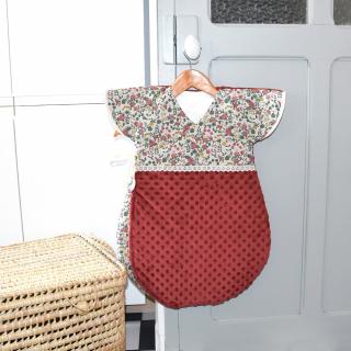 Petite couture du dimanche : une des Léontines a cousu une turbulette pour son futur petit bébé ! 😍🎉  Cette Léontine « mystère » a utilisé du coton effet lin, du minky terracotta, du biais et un petit ruban en dentelle ! 🥰   Mais qui attend un heureux évènement parmi l'équipe ? A vos paris ! 😅  Bon dimanche ! 😘  #passioncouture #instacouture #jecoudspourbebe #couturebebe #sewingaddict #coutureaddict #instacouture #gigoteuse #turbulette #gigoteusebebe #turbulettejaponisante #futuremaman #faitmain #lingedelitbebe #faitavecamour