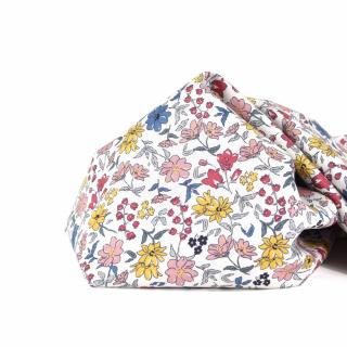 De nouvelles popelines de coton sont arrivées au magasin & sur le site internet ! 😍  Mais c'est quoi la popeline ? 🧐 La popeline de coton est un tissu confectionné avec un tissage très serré à partir de deux fils de coton d'épaisseurs différentes. Grâce à ce tissage, ce tissu est légèrement brillant et tout doux au toucher !   Cette matière est donc parfaite pour coudre des vêtements pour petits et grands (robe, chemisier, bloomer, short), des accessoires, de la déco, etc. 😉  #couture #cousette #tissufleuri #tissusaddict #tissucoton #popelinedecoton #tissufleurs #instacouture #jecoudsdoncjesuis #coutureaddict #sewing #tissucousette #passioncouture #sewingaddict