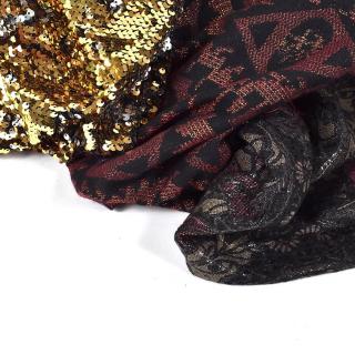 Nouveautés ✨  Deux tissus jacquards et un tissu sequin gold sont arrivés au magasin et sur le site internet ! 😍  Ça nous donne envie de coudre une petite jupe, une veste… Et vous, avez-vous déjà prévu votre tenue pour les fêtes ? 😉  PS : ces nouveautés sont aussi à -10 % comme tous les tissus du site et du magasin ! 🤫  #coutureaddict #tenuedefete #jecoudsdoncjesuis #sequins #paillettes #lookdefete #sequinsskirt #jecoudsmagarderobe #jeportecequejecouds #tissusaddict #nouveautissu #couture #passioncouture