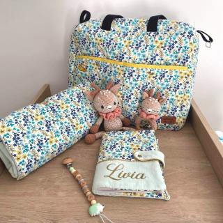 Petites coutures du dimanche réalisées par Coraline pour. . . sa fille !! 🥰  Nous sommes très heureuses de vous annoncer la naissance de Livia la semaine dernière !! Le plus beau des cadeaux de Noël !!! 😍  Toute la famille se porte à merveille ! ✨ Bienvenue à toi Livia ! Toutes les Léontines ont hâte de voir ta petite bouille ! 😘  PS : maman s'est éclatée en couture pour te faire plaisir !! 😅  #couturebebe #jecoudspourmonbebe #jecoudspourmafille #passioncouture #couturefille #coutureaddict #couturedebutant #coutureenfant #jecoudspourmesenfants #jecoudspourbebe #cousumain #instacouture #babysewing