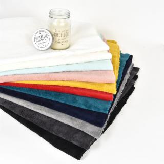 La famille des éponges bambou sur le site internet s'est refait une petite beauté ! 😍👀  De haut en bas, nous vous présentons les coloris 👉 blanc, écru, vert céladon, rose poudré, jaune curcuma, rouge, bleu canard, bleu marine, gris, gris anthracite et noir !!  Quel est votre coloris préféré ? 😘  #couturezerodechet #tissu #tissusaddict #epongebambou #passioncouture #tissu #tissubambou #tissueponge #coutureaddict #couturedebutant #instacouture #tissucousette #jecoudsdoncjesuis