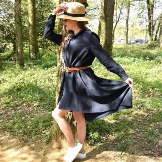 Petite couture du dimanche : une robe chemise réalisée par Antonine !! 😍✂  Antonine a utilisé le patron Irma de I AM PATTERNS et du tissu coton côtelé (qui rentre dans l'opé « PRIX RONDS » à 6 € le mètre… non mais ça, si ce n'est pas du bon plan ^^). 🤪  Bravo Anto c'est trop beau !! 👏  #sewing #couture #coutureaddict #jeportecequejecouds #passioncouture #cousumain #instacouture #jecoudsmagarderobe #cousette #jecoudsdoncjesuis #jecoudspourmoi #robe #chemise #couturefemme #sewingaddict #iampatterns #iamirma