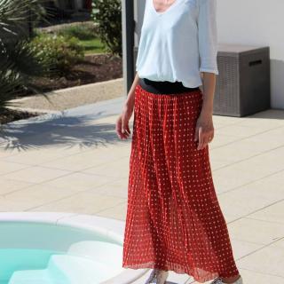 Petite couture du dimanche qui fait du bien au moral ! Christelle, cliente du magasin, s'est cousu une jupe longue canon pour le printemps ! 😎☀  Elle a utilisé un mètre de tissu plissé, de l'élastique, une doublure et a suivi le tuto de @madeinestel ! 😉  Vous aimez ?  #cousumain #coutureaddict #jecoudsmagarderobe #tissuplissé #cousette #jeportecequejecouds #passioncouture #instacouture #jupeplissé #cousumain #jecoudsdoncjesuis #jecoudspourmoi #jupe #jupelongue #couturefemme #sewingaddict