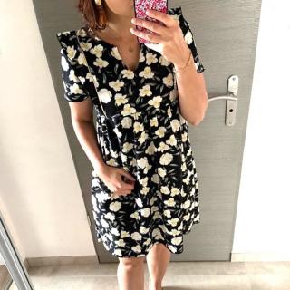 Petite couture du dimanche : une robe réalisée par Coraline avec un tissu de la nouvelle collection !! 🥰  Coraline a utilisé le patron « In the Sun » de @dressyourbody.couture et a gardé ses chutes pour coudre un petit bomber pour Livia !!   Elles ne sont pas trop mignonnes les filles ? ❤️  Pssst… jusqu'à ce soir minuit, il y a -15 % sur les patrons @dressyourbody.couture  avec le code promo IPT15 !! 😉  #robeinthesun #coutureaddict #jecoudsmagarderobe #dressyourbodycouture #instacouture  #coutureaddict #jeportecequejecouds #faitmain #patronrobe #couturefacile #cousumain #couture #passioncouture #tissuaddict #sewing #isewmyownclothes #imademyclothes #sewingaddict #cousette #homemade #couturedebutant