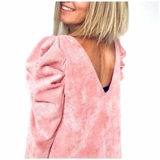 Petite couture du dimanche : une robe réalisée par @lesminis_et_moi avec notre velours côtelé coloris rose poudré. 😍  Delphine a cousu la robe Atypique de @popelinelinon en version 2 manches pour survivre à l'hiver. 😅  On ADORE et vous ?!   #coutureaddict #jecoudsmagarderobe #instacouture #jeportecequejecouds #faitmain #patronrobe #couturefacile #cousumain #couture #passioncouture #tissuaddict #sewing #isewmyownclothes #imademyclothes #sewingaddict #cousette #homemade #robeatypique #popelinelinon #velourscotele #hackcouture