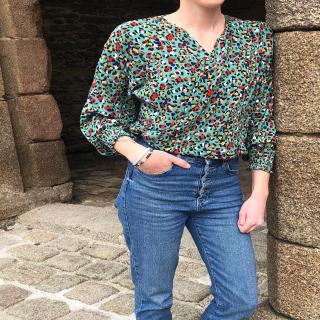 Petite couture du dimanche : une blouse réalisée par Mélanie avec une viscose de la nouvelle collection ! 🌱  Mélanie a utilisé le patron « Hanni » du magazine La Maison Victor de Septembre Octobre 2020. 😉  Vous aimez ?  #hannilmv #lamaisonvictor #sewingaddict #passioncouture #jecoudsdoncjesuis #couture #instacouture #jeportecequejecouds #coutureaddict #jecoudsmagarderobe #cousumain #couturefemme